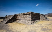 Opfertisch Pyramide des Quetzalcoatl